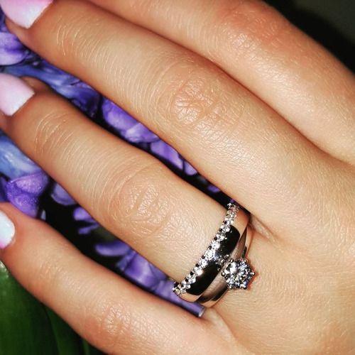 Pierścionek zaręczynowy z brylantem o masie 05 ct w duecie z... #wedding #weddings