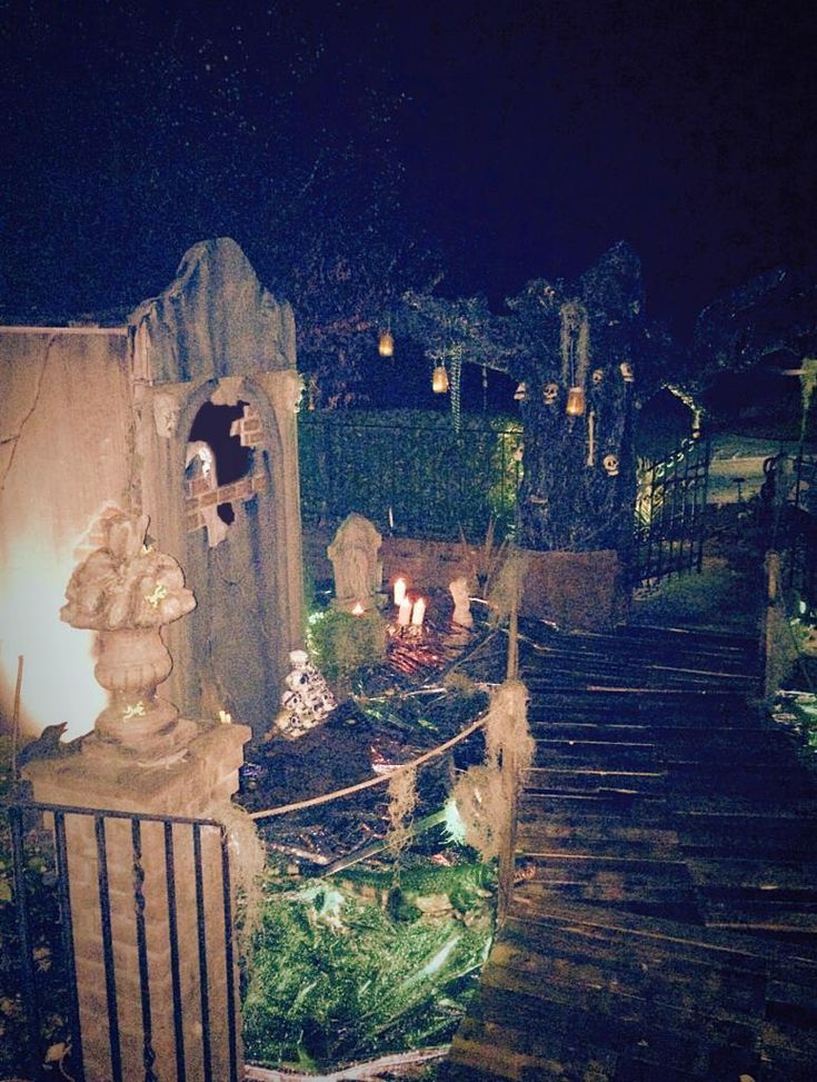 stunning new orleans type mausoleum by the halloween lady from halloweenforumcom - New Orleans Halloween Parties