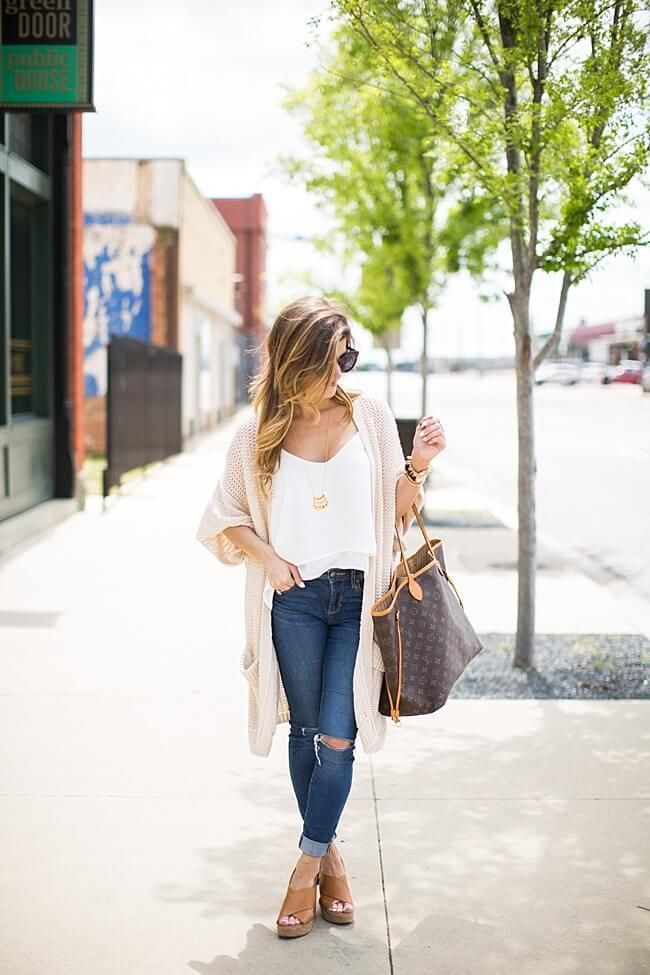 @brightonkeller // spring outfit ideas // white tank and fringe cardigan // distressed denim outfit