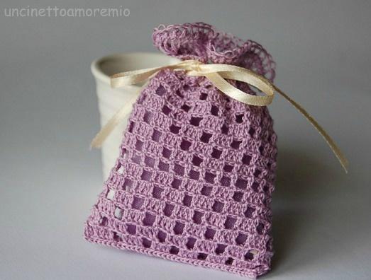 Sacchettino lilla con bordo a forcella: wedding crochet