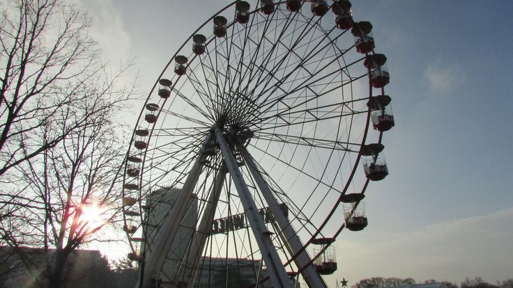 https://flic.kr/p/PQenQy | Giant Wheel - Cardiff Winter Wonderland | Giant Wheel in watery sunshine. Winter Wonderland, Cardiff civic centre.