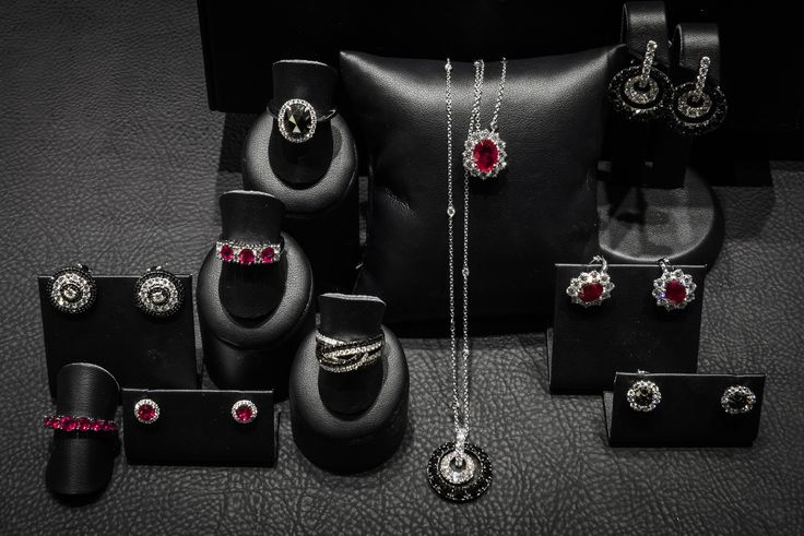 Bortolin Gioielli Udine - le nostre vetrine natalizie #gioielli #orologi. Visita il nostro sito http://www.bortolingioielli.it/