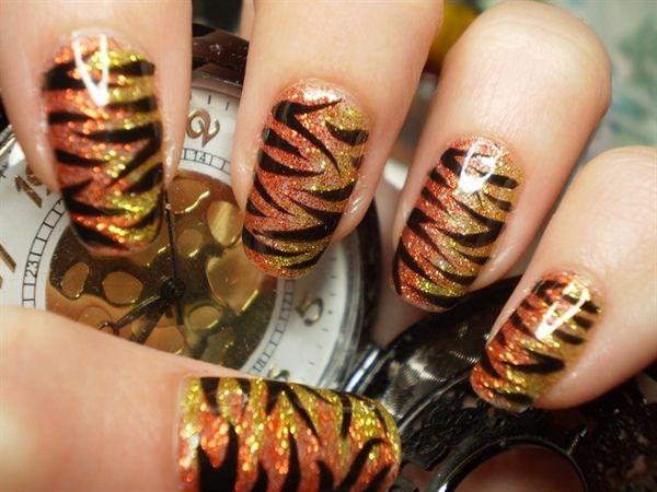 Gold Glitter Tiger Stripe Nails
