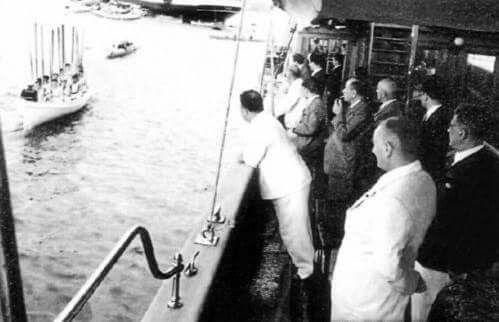 Atatürk, Salih Bozok  Ertuğrul Yatı'nda.  - 6 Ağustos 1936
