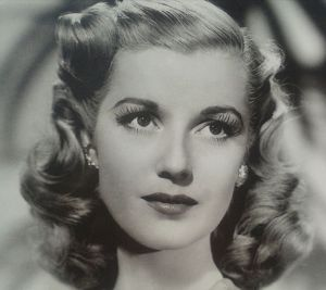 How-To Hair Girl   Easy 1940's pin-curl set ----- Need this for the 25th.