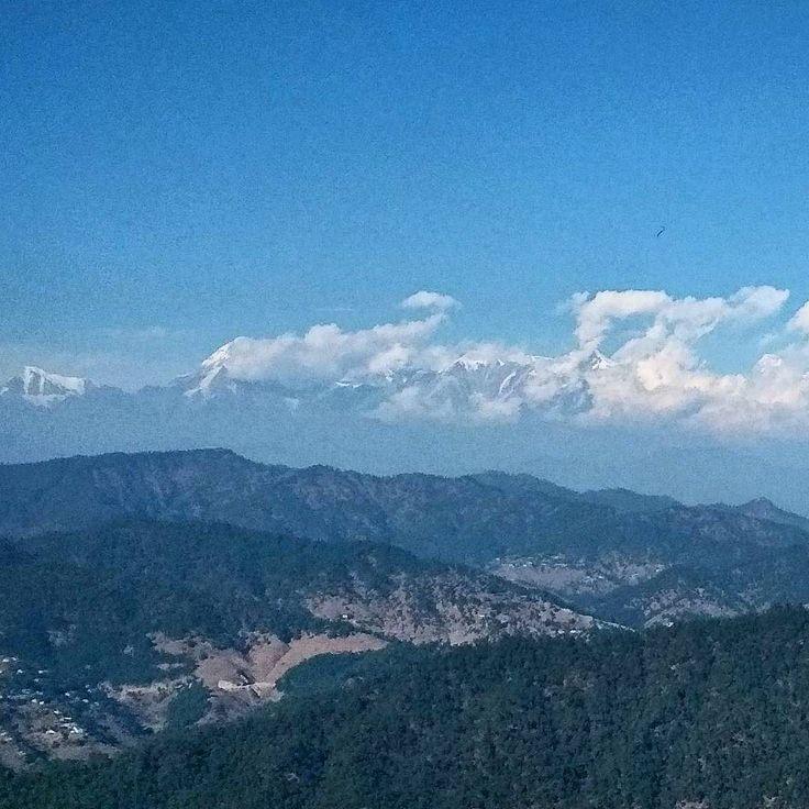View from Moksha Cafe Kasardevi Road.  #Kedygraphy #kasardevi #travelassistantindia #himalayancatsofinstagram #himalaya #himalayansaltlamp #himgeo #himalayas #almora #instalike #Nature #winter #sky #hillview #mountainlife