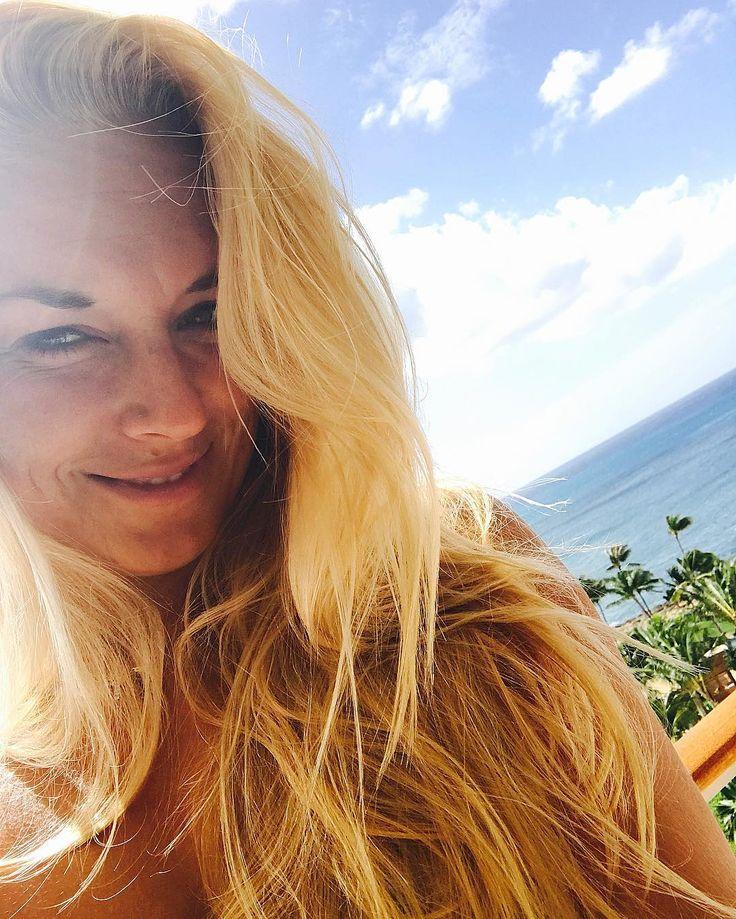 SAbine Lisicki Officially & finally on vacation!!! ☀️ #doIneedtosaymore #sun #beach #sand #palmtrees #relax #swim #happy