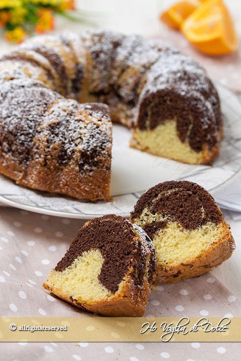 Ciambella arancia e cacao bicolore, ricetta facile e veloce. Una torta sofficissima con impasto chiaro e scuro perfetta per la colazione e la merenda.