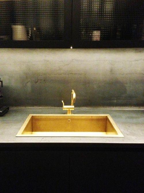 La cocina: Esta es el fregadero dorado tengo em mi cocina.