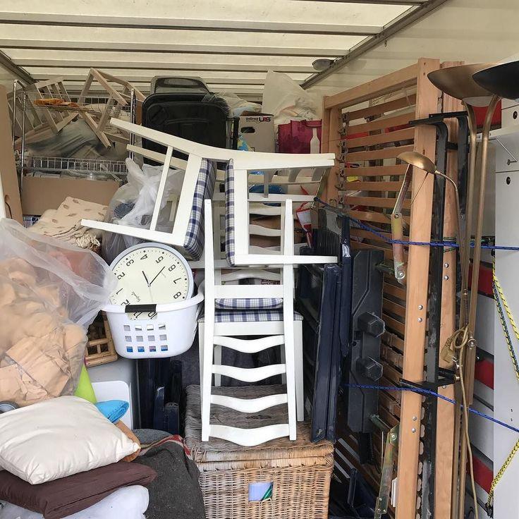 #venlo #kringloop #kringloopwinkel #sansfin volle vrachtauto met nieuwe tweedehands spullen waaronder witgoed meubels en huisraad. Tot ziens bij Sans Fin