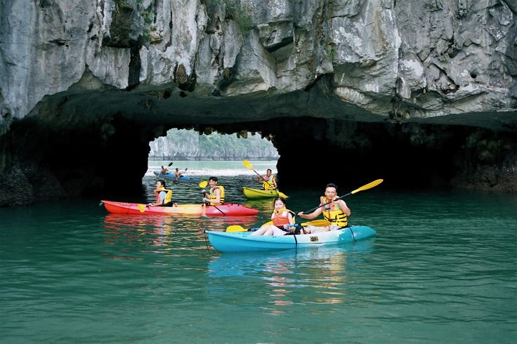 Lan Ha Bay – new paradise of tourism in Vietnam. May visitors see the beauty of Lan Ha Bay as the same as Ha Long Bay. Lying to the south of Ha Long Bay and surrounding Cat Ba Island, this is an astonishingly beautiful bay which will be an attractive destination for tourists in the near future.