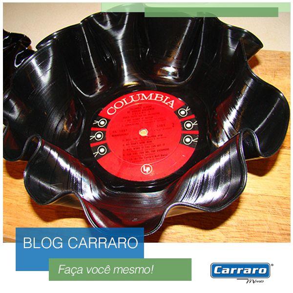 Aprenda a fazer uma tigela de disco de vinil: http://www.carraro.com.br/blog/faca-voce-mesmo-tigela-de-disco-de-vinil/