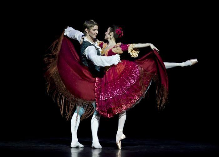 Paris Opéra - Ludmila Pagliero as Kitri and Karl Paquette as Basilio in Rudolf Nureyev's Don Quixote. Photo: Dance Europe
