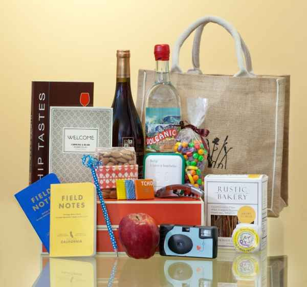Wedding Weekend Gift Bag Ideas : bag ideas wedding gift bags unique wedding gifts wedding welcome bags ...