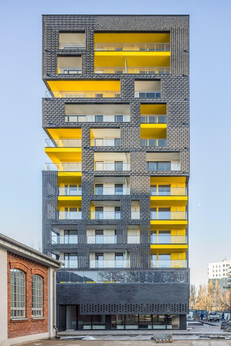 Composición fachada con subestructura de color.