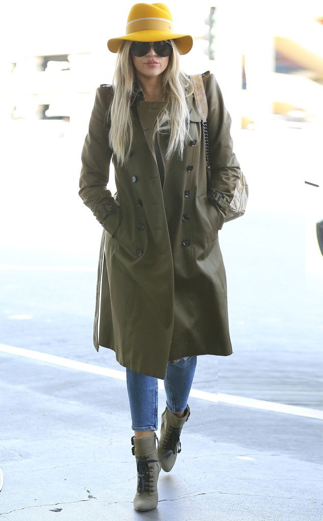 Khloe Kardashian's airport style is ON. POINT.