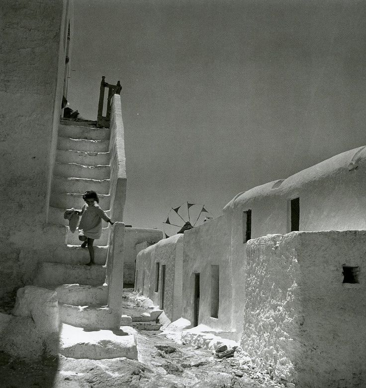 Μύκονος, 1950-55 Φωτογραφία: Βούλα Παπαϊωάννου Φωτογραφικά Αρχεία Μουσείου Μπενάκη Mykonos island, 1950-55 Photograph by Voula Papaioannou Benaki Museum - Photographic Archives