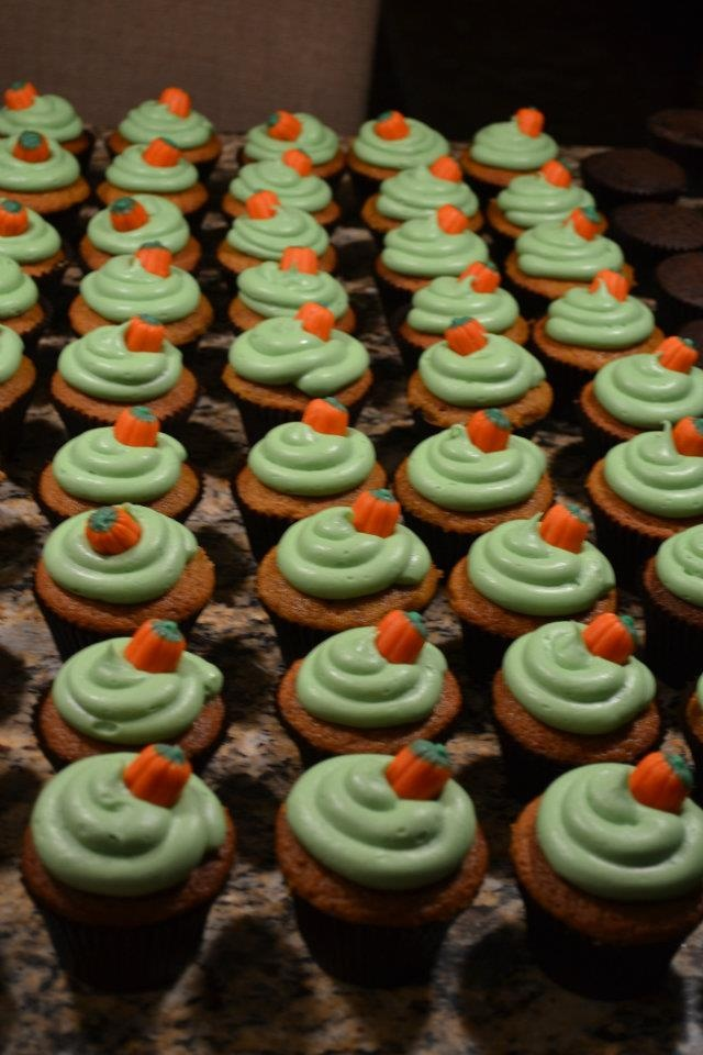 pumpkin spice cupcakes decorated for halloween - Halloween Decorated Cupcakes