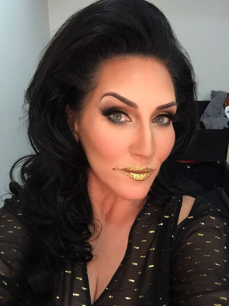 How stunning is Michelle Visage's lips! Love glitter!