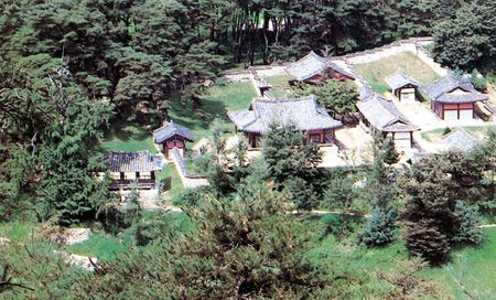 Established in 1543, Sosu Seowon in Yeongju, North Gyeongsang Province, was the first private institute established by Ju Se-bung, the magistrate of Punggi in 1543 during the reign of King Jungjong of the Joseon Kingdom. There are several old buildings where scholars learned and studied loyalty, filial piety, manners and knowledge.