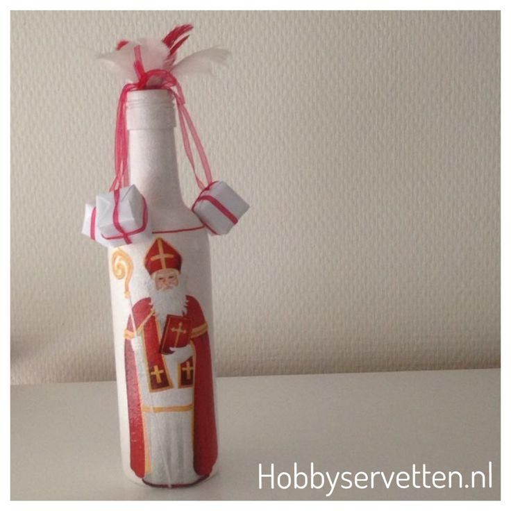 Servet Sinterklaas toegepast op een lege fles met decoupage techniek.