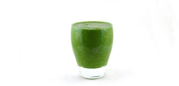 Deze groene smoothie is echt super lekker. De spinazie banaan sinaasappel kokosmelk smoothie is lekker romig en licht zoet. Vol vitaminen en mineralen.