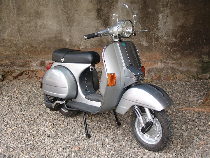 17 best ideas about vespa px 150 on pinterest vespa. Black Bedroom Furniture Sets. Home Design Ideas