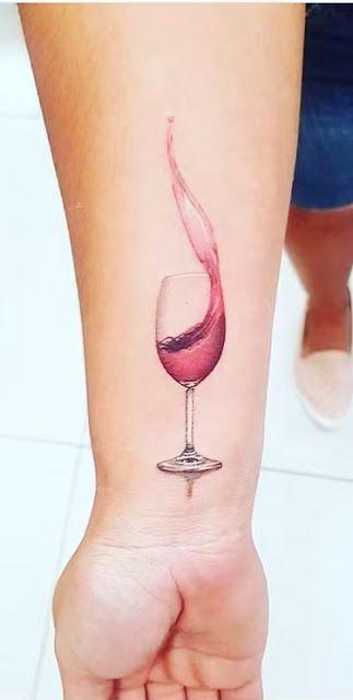160 tatuagens femininas para o antebraço | Tatuagens femininas delicadas, Tatuagem, Tatuagem de vinho