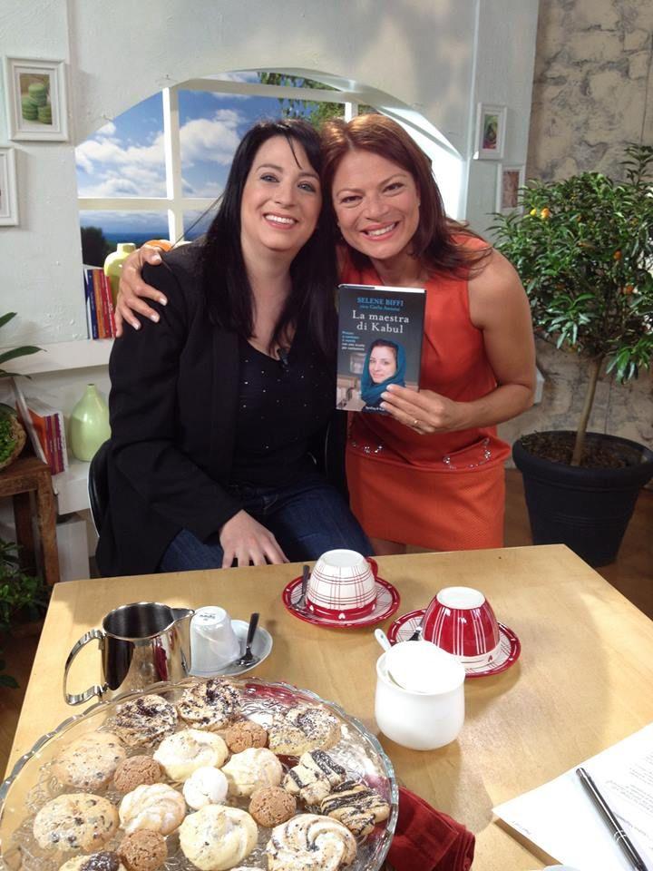 Hei, negli studi di ALICE TV non c'era solo il nostro libro... anche la sua autrice, Selene!