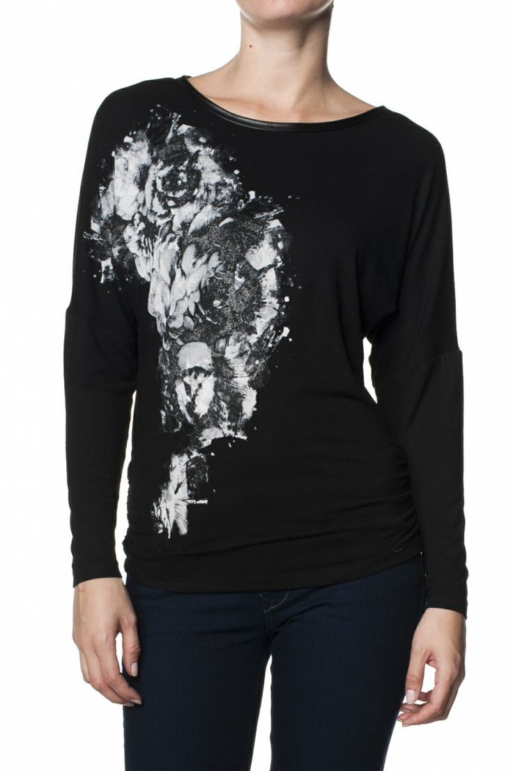 Bat sleeve sweater with graphic