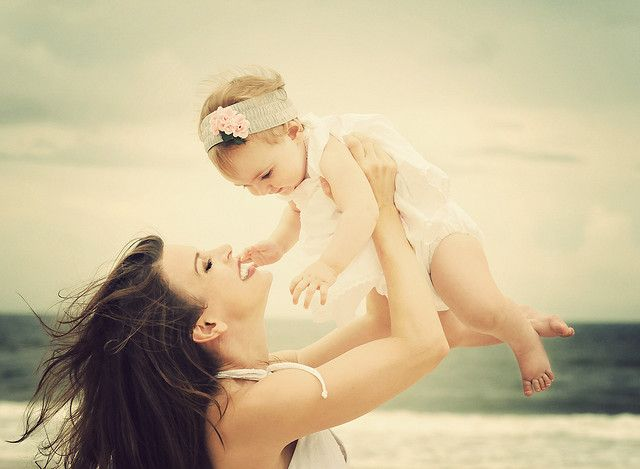 Beautiful Mommy and Daughter -- reminds me of myself and Caitlin! ;)