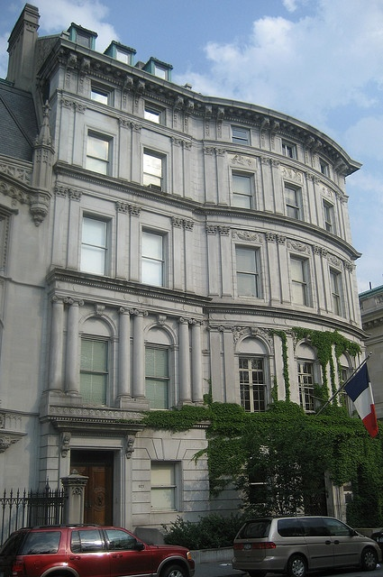 Payne and Helen Hay Whitney House at 972 Fifth Avenue on right, now the Embassy of France.  Henry Cook House at 973 Fifth Avenue on left 1902,