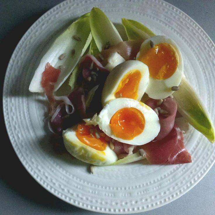 #breakfast #eggs #endives #prosciutto #sunflowerseeds #foodcoaching