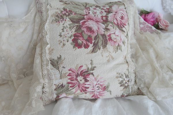 Romantic Shabbyfufu Vintage Roses Barkcloth And Antique French Lace Pillow *Nubby White*