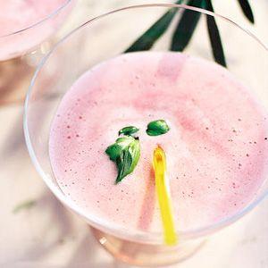 Sgroppino van bosvruchtenijs - Allerhande/ Prosecco, vodka mixed with blueberry icecream (recipe is in Dutch)
