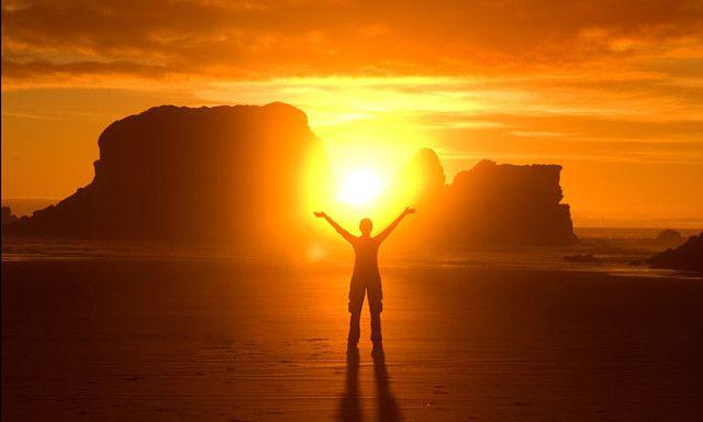 КАК ЧЕРПАТЬ СИЛУ И ЭНЕРГИЮ В СОЛНЦЕ  Чтобы черпать силы от Солнца, нужно научиться так же, как оно бескорыстно отдавать.   Во многих традициях солнце представляет собой сакральный объект благодаря своим удивительным свойствам. Это очень воодушевляющая звезда. Своими живописными закатами и восходами она пробуждает в нас любовь к жизни, вдохновляет и заряжает энергией. Но ее основные спутники – это сила, здоровье, ответственность, смелость и благородство. Ведическая культура Индии исполнена…