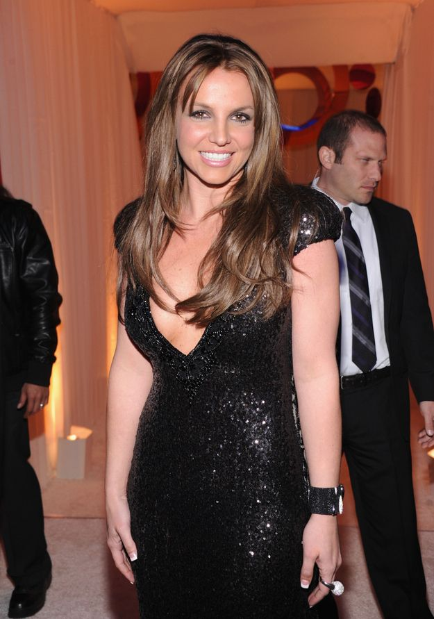 Last night, the legendary Miss Britney Spears made a surprise appearance at Elton John's Oscar party.