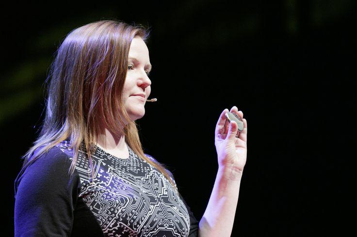 Sappiamo bene quanto sia difficile riparare un cuore spezzato. Figuriamoci se a spezzarlo è un hacker! Rivedi il talk di Marie Moe a TEDxVicenza 2016.