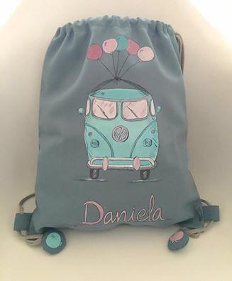 A Daniela le chiflan las furgonetas y así de ideal ha quedado su mochila . 💓💓 #mochilasniños #regalosoriginales #pintadoamano #handmade #niños #mochilas