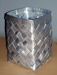 Reciclar, Reducir y Reutilizar: Canasta hecha de materiales reciclables (tetrabrick)