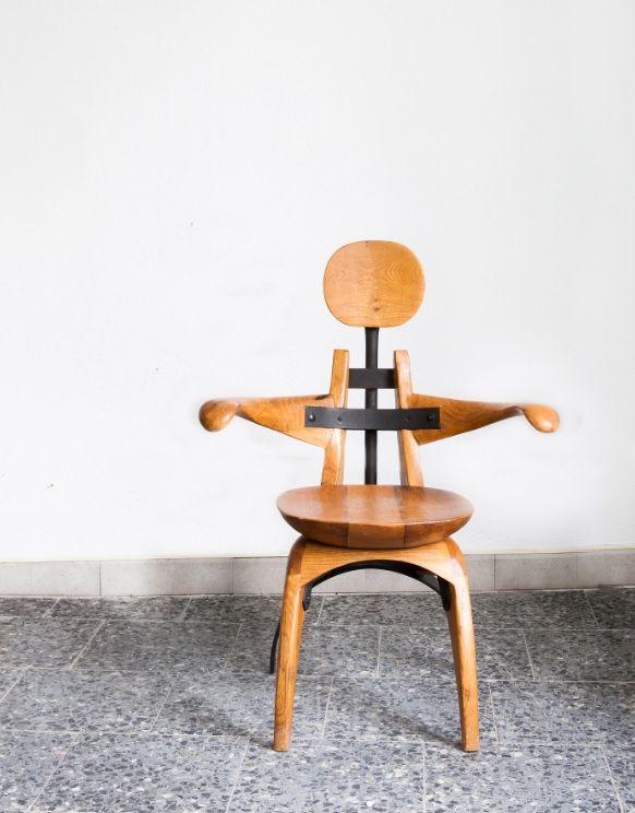 Cadeira antropomórfica. Isaac Díaz Pardo.