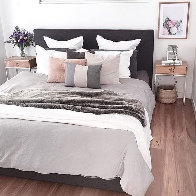 Who Wants To Jump In This Bed Tonight And Send Those Cushions Flying Gorgeous Styling By Deco Maison Deco Chambre Decoration Chambre Ado Fille