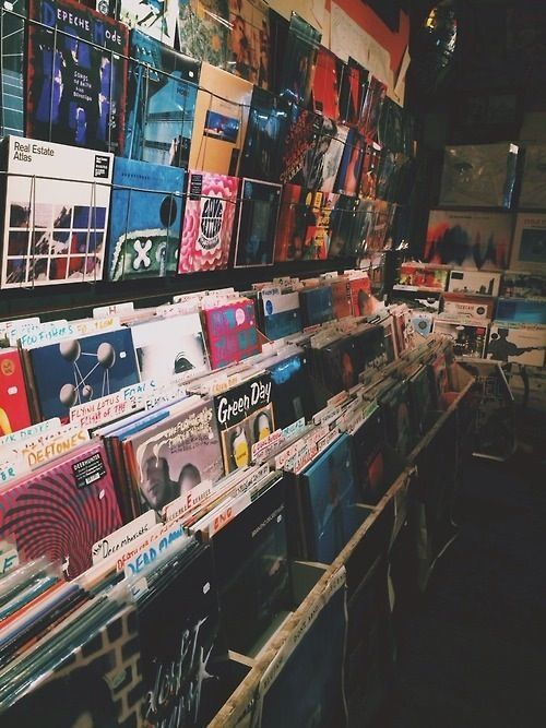 Ir em uma loja de discos