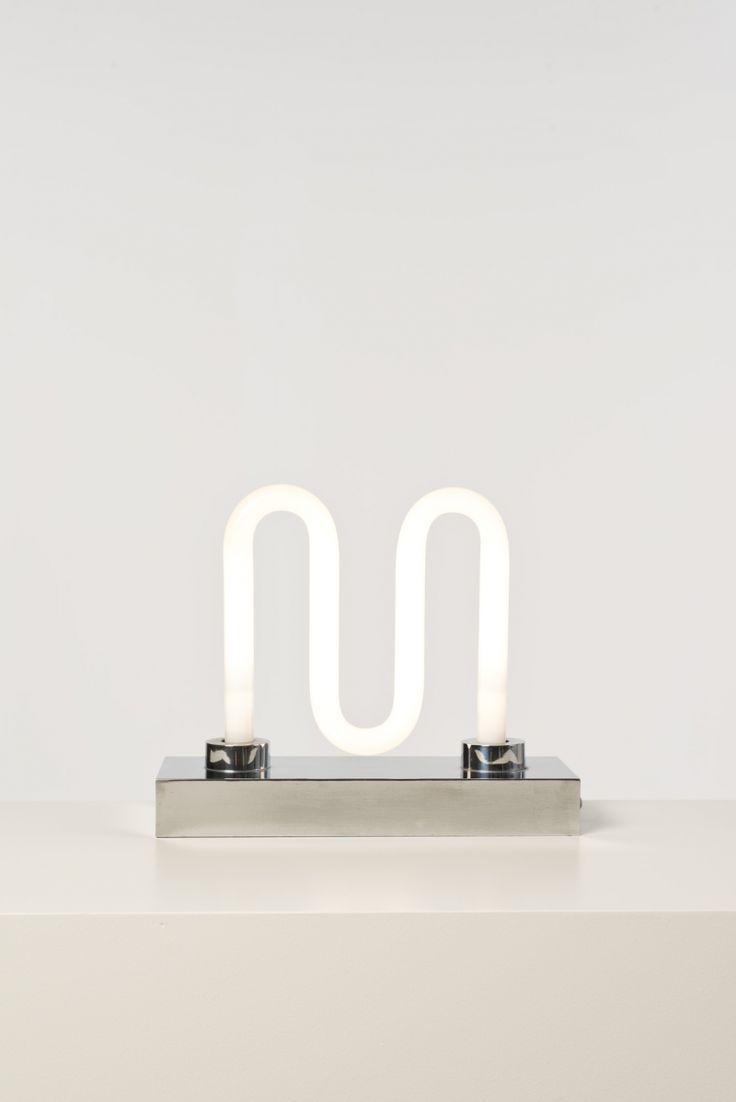 Ingo Maurer (Né en 1932), Lampe Big M, Néon, inox, Date de création : années 1970, H 31 × L 14,5 cm