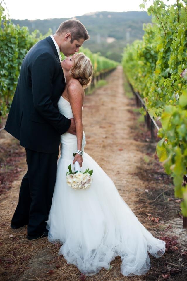 Wedding photo op in the vineyard Blue