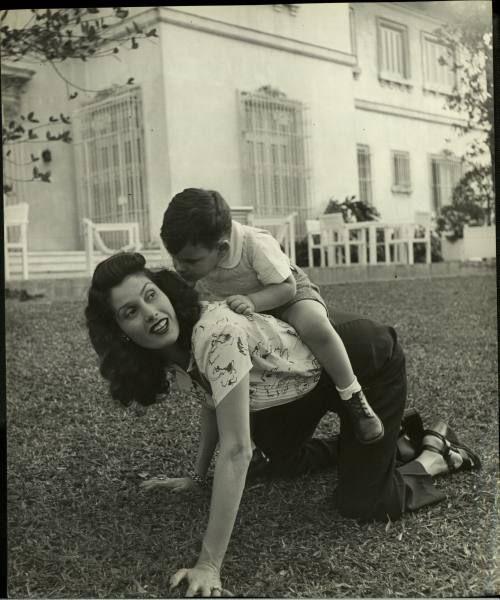 Pensé que se trataba de la esposa de Raúl García-Menocal, alcalde de La Habana en los años 40 e hijo del tercer presidente que tuvo Cuba en su etapa republicana, Mario García Menocal. Para cerciorarme, continué buscando en internet.