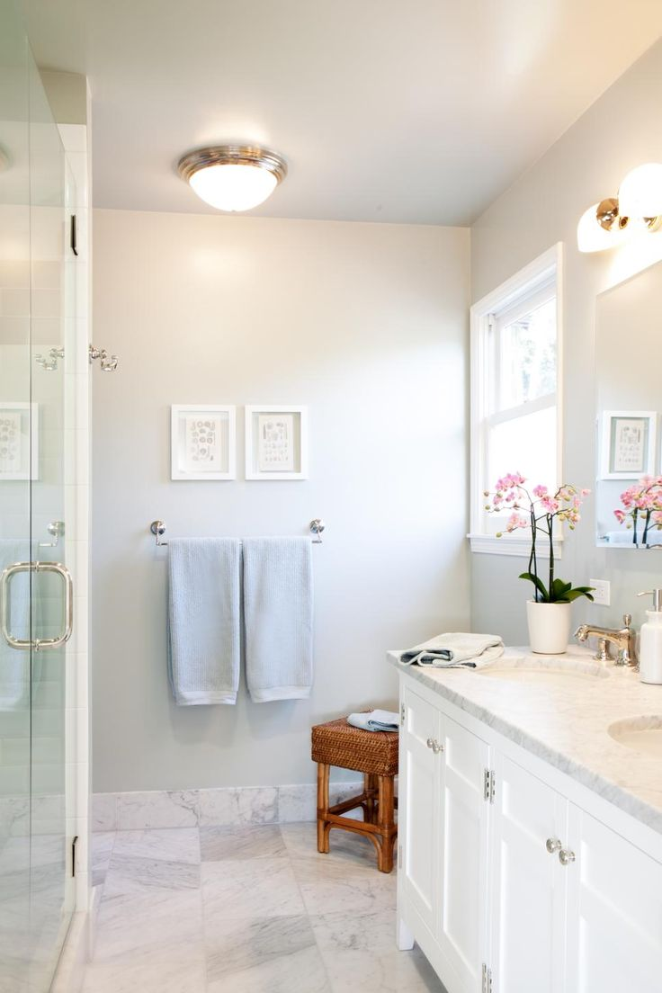 Small spa bathroom - Designer Kari Mcintosh Dawdy Charmed Her Client With This Bathroom Transformation That Used A Monochromatic Unadorned Design To Achieve A Spa Like