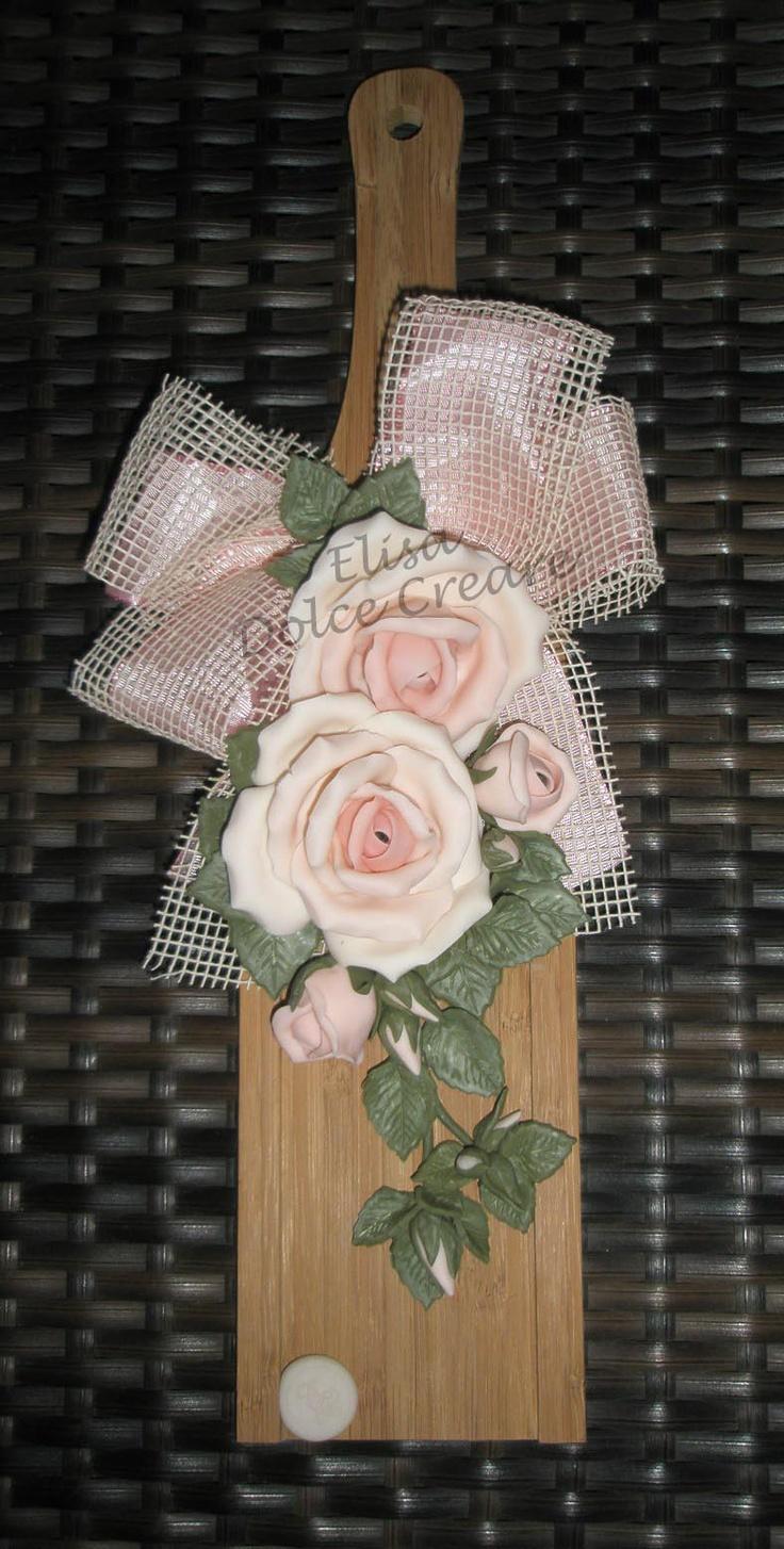 Tagliere 8x35cm con rose rosa in pasta di mais