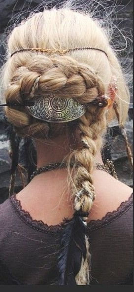 Viking Inspired Hairstyle. Lovely!                                                                                                                                                                                 Más