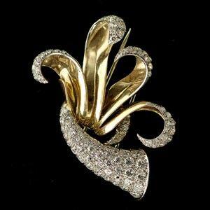 spilla antica in oro e brillanti con raffinata lavorazione a volute  Riva gioielli argenti antichi Bergamo www.gioielliantichi.eu